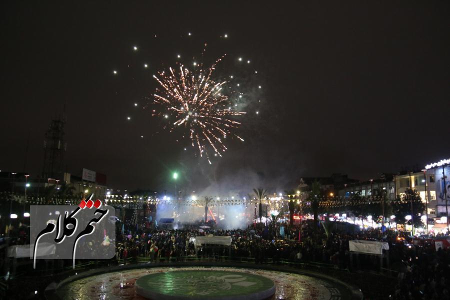 گزارش تصویری مراسم نورافشانی و آتشبازی چهلمین سالگرد انقلاب در  پیاده راه شهرداری رشت