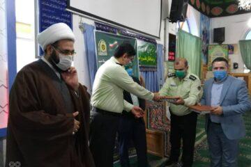 همزمان با هفته نیروی انتظامی صورت گرفت : تقدیر از شهردار لنگرود در نماز جمعه