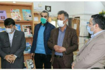 """به مناسبت هفته کتاب و کتابخوانی صورت گرفت؛ بازدید شهردار و اعضای شورای اسلامی شهر لنگرود از کتابفروشی مستقر در محوطه کتابخانه """"شهر کتاب"""""""