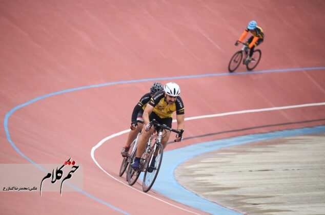 گزارش تصویری/مسابقات دوچرخه سواری دهه فجر در پیست شهید سپهبد حاج قاسم سلیمانی- رشت