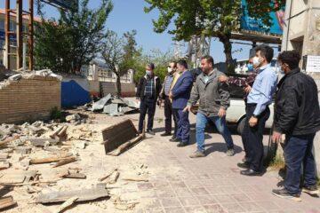 بازدید مسئولان شهری لنگرود از پروژه بازگشایی پیاده راه بلوار کشاورز ، تخریب و عقب نشینی دیوار دانشگاه پیام نور