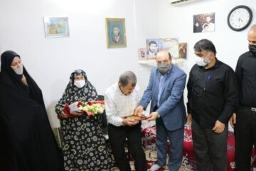 دیدار سرپرست شهرداری و اعضای شورای اسلامی شهر لنگرود با خانواده سردار شهید غلامرضا قبادی